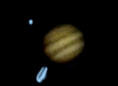 Ufo transita vicino il pianeta Giove